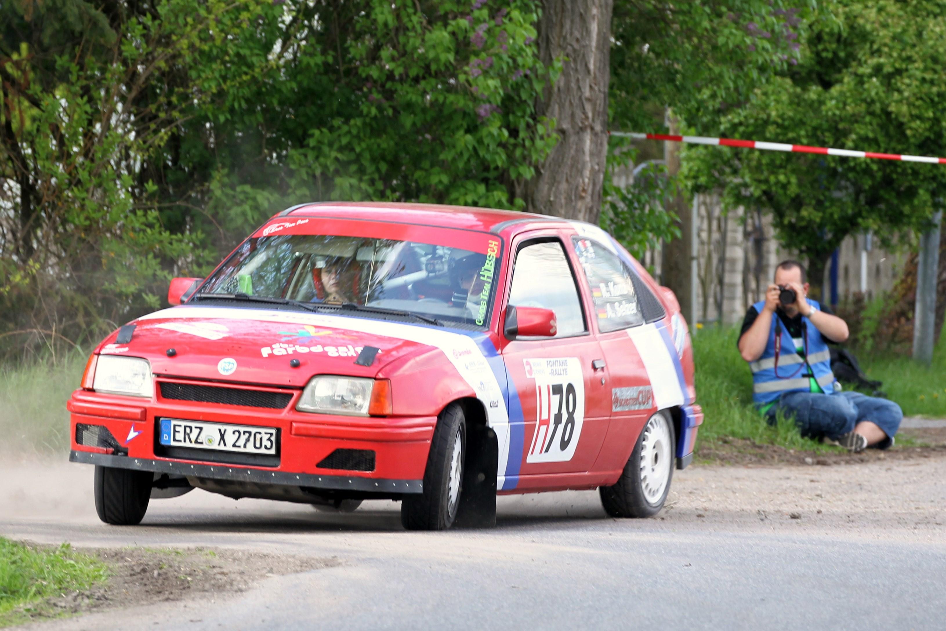Roy Kunz mit seinem Opel Kadett E Foto: Klaus Portsch